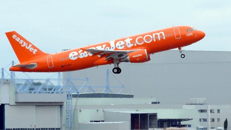 La compagnie aérienne britannique EasyJet devra payer 70 000 euros d'amende pour avoir refusé l'embarquement à trois personnes handicapées. (REMY GABALDA / AFP)
