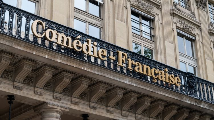 La façade la Comédie Française à Paris. Ses acteurs sont très actifs sur internet depuis le début de l'épidémie de Covid-19. (RICCARDO MILANI / HANS LUCAS)