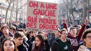 Manifestation de lycéens à Paris contre le projet de réforme du travail, le 17 mars 2016 (CITIZENSIDE / PAUL-MARIE GUYON / AFP)