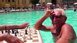 Euro : avant le match, pause dans les bains thermaux de Budapest (France 2)