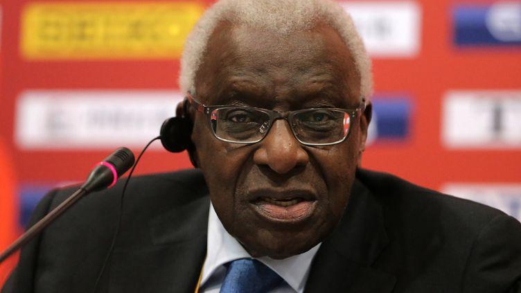 Lamine Diack a été mis en examen pour corruption passive et blanchiment aggravé. (MICHAEL KAPPELER / DPA)
