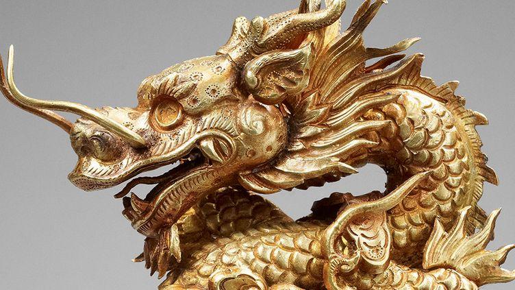 Dragon bondissant dans les nuées, or et bois 2e annnée Thieu Tri 1842  ( Thierry Ollivier / Musée National d'Histoire du Vietnam, Hanoï )