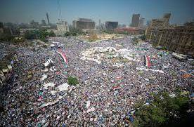 Le Caire (Egypte), le 27 juillet 2011. Des centaines de miliers de personnes manifestent place Tahrir. (wikipedia)