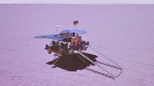 L'agence spatiale chinoise simule l'atterrissagede sonrobot Zhurong sur la planète Mars, le 15 mai 2021. (JIN LIWANG / XINHUA / AFP)