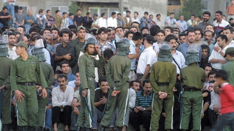 Iraniens assistant à une exécution à Téhéran (AFP/ATTA KENARE)