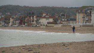 Les volets des résidences secondaires de Villers-sur-Mer dans le Calvados se sont rouvert àprès l'annonce d'un nouveau confinement. (France 3 Normandie)