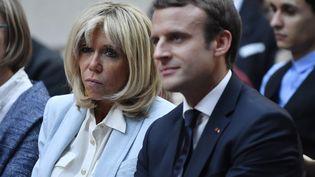 Brigitte et Emmanuel Macron, le 25 juillet 2017 à l'Elysée. (JULIEN DE ROSA / EPA)