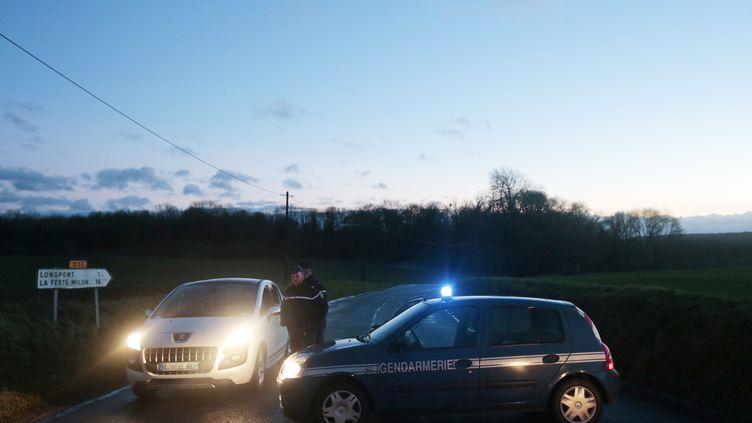 """Les forces de l'ordre poursuivent en Picardie,la traque des suspects de l'attaque contre """"Charlie Hebdo"""", jeudi 8 janvier. (JOEL SAGET / AFP)"""