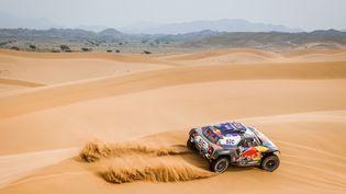 La voiture du Français Stéphane Peterhansel lors d'une étape du Dakar 2021 entre Al-Ula et Yanbu (Arabie saoudite), le 14 janvier 2021. (FLORENT GOODEN / AFP)
