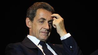 Le président des Républicains, Nicolas Sarkozy, le 8 décembre 2015 à Rochefort lors d'un meeting de soutien à la liste d'union de la droite aux élections régionales enAquitaine-Limousin-Poitou-Charentes. (XAVIER LEOTY / AFP)