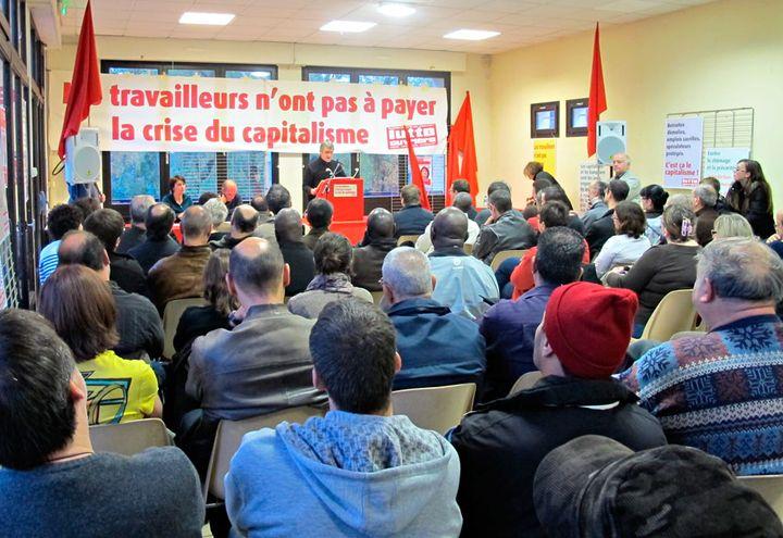 Meeting de Lutte Ouvrière à Mantes-la-Jolie (Yvelines) qui a accueilli une centaine de personnes. (Salomé Legrand / FTVi)