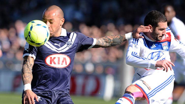Faubert (Bordeaux) et Lisandro Lopez (Lyon) à la lutte.