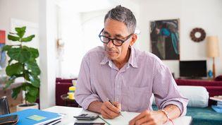 Plus de 80% des personnes en recherche d'emploi éprouvent des difficultés à retrouver une activité après 50 ans. (STEPHEN ZEIGLER / THE IMAGE BANK RF)