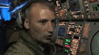Un opérateur à bord d'un Atlantique 2 de l'armée française (Capture d'écran France 3)
