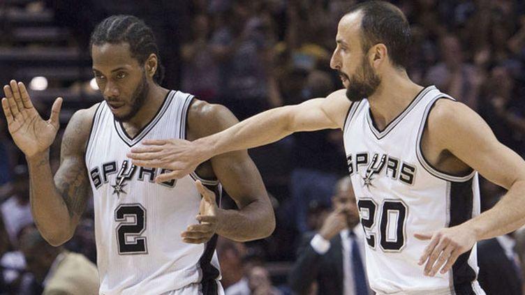 Les deux joueurs des Spurs, Kawhi Leonard et Manu Ginobili