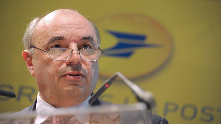 Jean-Paul Bailly, PDG de La Poste, à Paris, le 11 mars 2010. (ERIC PIERMONT / AFP)