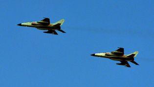 Deux avions de chasse chinois survolantShanghai (Chine), le 23 octobre 2013. (MARK RALSTON / AFP)