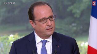 François Hollande lors de l'interview présidentielle du 14-Juillet à l'Elysée (Paris). ( FRANCE 2 / FRANCETV INFO)