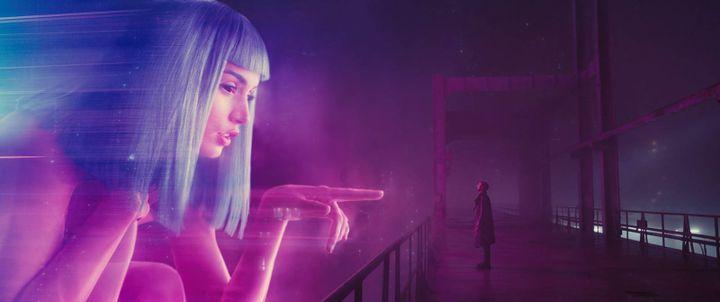 """Ana de Armas et Ryan Goslin dans """"Blade Runnet 2049"""" de Denis Villeneuve  (Sony Pictures / Warner Bros. Pictures )"""