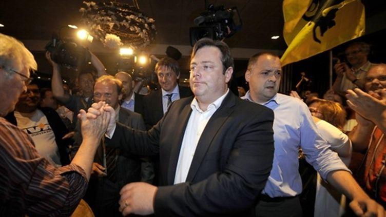 Le président du parti flamand N-VA, Bart De Wever, savourant son triomphe électoral le 13 juin 2010 (AFP - BELGA PHOTO - DIRK WAEM)