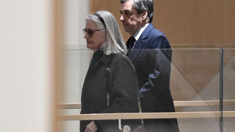 Penelope et François Fillon, le27 février 2020, au tribunal de Paris. (STEPHANE DE SAKUTIN / AFP)