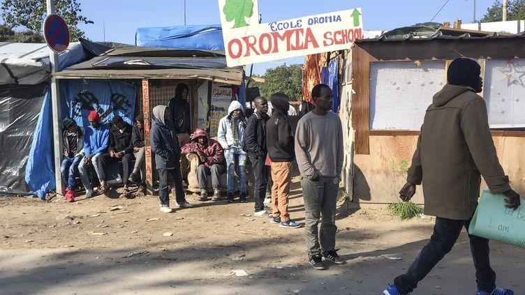 """Une des """"écoles"""" de la jungle de Calais, le 13 octobre 2016. (DENIS CHARLET / AFP)"""