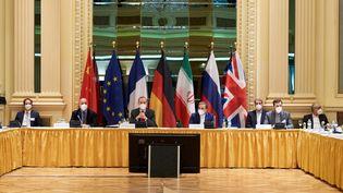 Les participants aux discussions sur l'accord sur le nucléaire iranien, le 6 avril 2021 à Vienne (Autriche). (DELEGATION EUROPEENNE / ANADOLU AGENCY / AFP)