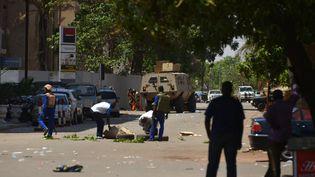 Les attaques ont visé l'ambassade de France au Burkina Faso,l'Institut français et l'état-major des forces armées à Ouagadougou, le 2 mars 2018. (AFP)