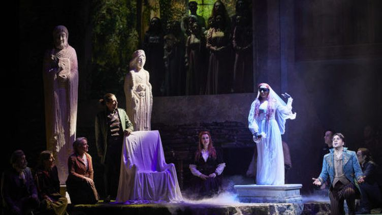 """""""La Dame blanche"""" deBoïeldieuà l'Opéra Comique à Paris : Galveston (Jérôme Boutillier), Anna en Dame Blanche (Elsa Benoit) et Georges Brown (Philippe Talbot). (CHRISTOPHE RAYNAUD DE LAGE)"""