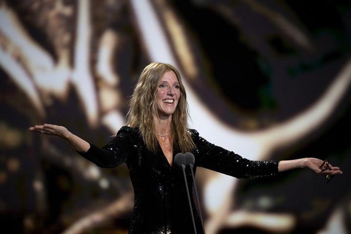 La comédienne Sandrine Kiberlain, présidente de la 45e Cérémonie des César pendant son allocution, le 28 février 2020 à la Salle Pleyelà Paris. (BERTRAND GUAY / AFP)