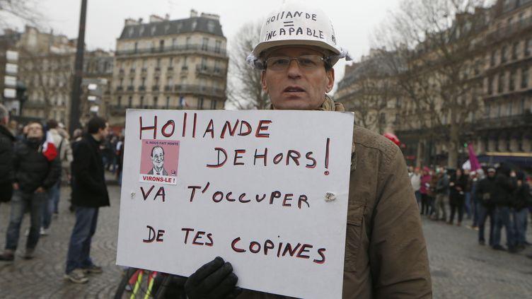 Un manifestant anti-Hollande à Paris, le 26 janvier 2014. (THOMAS SAMSON / AFP)