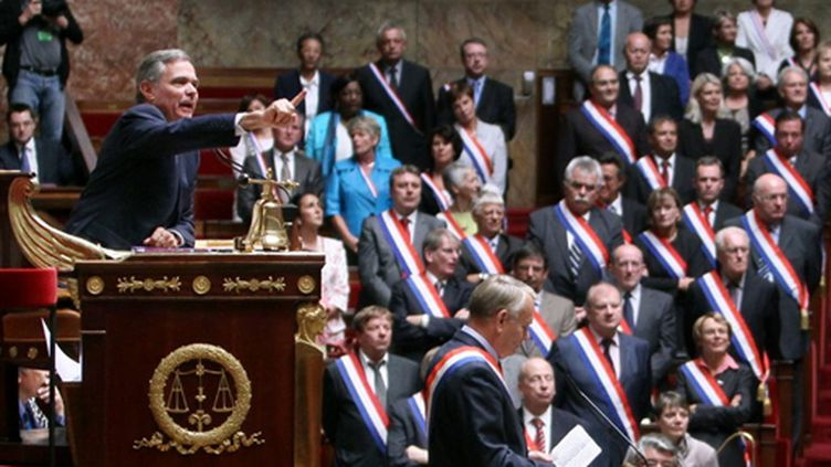 Bernard Accoyer, quelques minutes avant l'adoption du projet des réformes des retraites à l'Assemblée, le 15/9/2010. (AFP - Pierre Verdy)