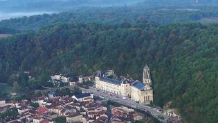 La série de France 2 vous emmène en Dordogne, à la découverte de l'abbaye Saint-Pierre de Brantôme, qui aurait été fondée par Charlemagne en personne. (FRANCE 2)