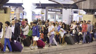 Des centaines de voyageurs n'ont pas pu prendre leur train à la gare Montparnasse (Paris) le dimanche 30 et lundi 31 juillet 2017. (MAXPPP)