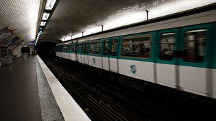 INFOGRAPHIE. Dans le métro, les Parisiens respirent un air plus pollué que sur le périphérique (ALEXANDROS MICHAILIDIS / AFP)