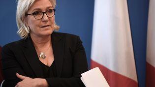 La présidente du Front national lors d'une conférence de presse à Nanterre (Hauts-de-Seine), le 8 décembre 2017. (STEPHANE DE SAKUTIN / AFP)