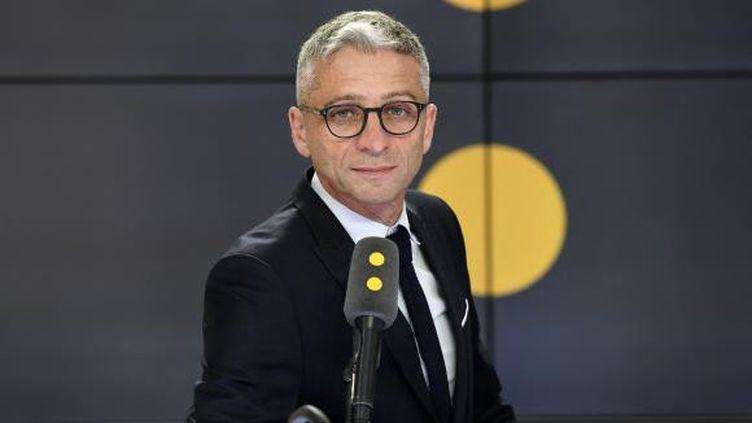 Jean-François Achilli présente Les informés,vendredi 27 novembre 2020. (FRANCEINFO / RADIOFRANCE)