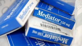 Des boîtes de Mediator, médicament interdit en France en 2009, le 18 novembre 2010. (FRED TANNEAU / AFP)