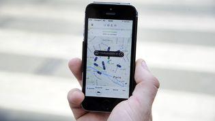 L'application Uber, à Paris, le 17 juin 2015. (THOMAS OLIVA / AFP)