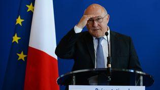 Le ministre des Finances, Michel Sapin, le 13 avril 2016 lors d'une conférence de presse à Bercy (Paris). (ERIC PIERMONT / AFP)
