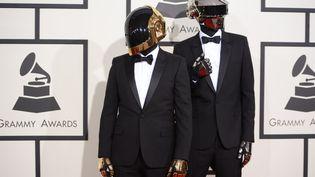 Le groupe Daft Punk, le 26 janvier 2014 à la cérémonie des Grammy Awards, à Los Angeles. (ROBYN BECK / AFP)