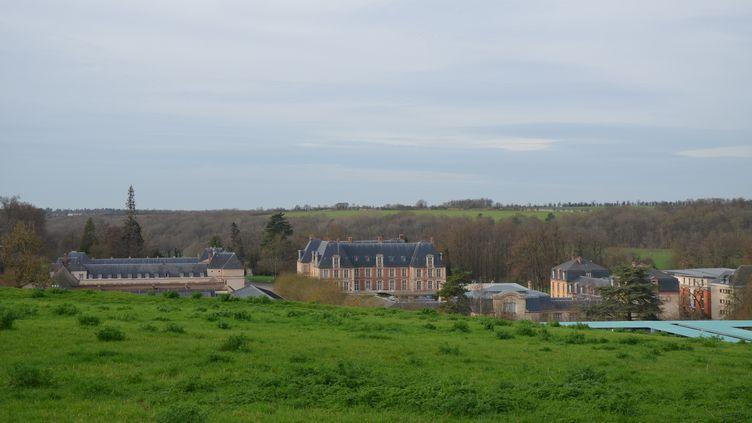 Le château de Grignon, dans le parc actuellement occupé par AgroParisTech, à Thiverval-Grignon (Yvelines), le 17 décembre 2015. (YANN THOMPSON / FRANCETV INFO)