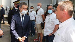 Le ministre de l'Intérieur, Gérald Darmanin, salue les conducteurs de bus de Bayonne (Pyrénées-Atlantiques), le 11 juillet 2020. (MAXPPP)