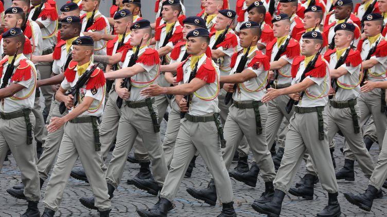 Des soldats de la brigade franco-allemande, le 14 juillet 2019 à Paris. (LUDOVIC MARIN / AFP)