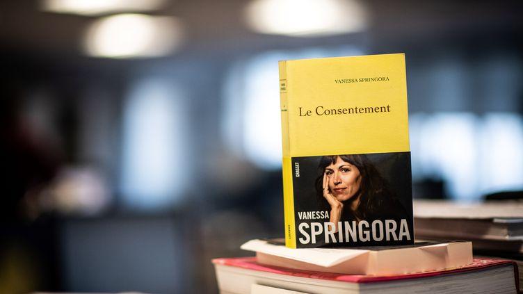 """Le livre """"Le Consentement"""", de Vanessa Springora, est sorti en librairie le 2 janvier 2020. (MARTIN BUREAU / AFP)"""