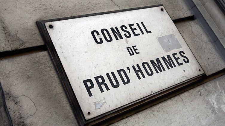 """(Plaque """"Conseil des Prud'hommes"""" à Perpignan -photo pretexte © Maxppp)"""