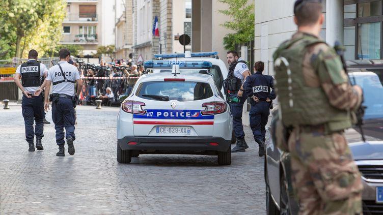 La police s'est rendue sur les lieux de l'attaque de militaires par un véhicule, le 9 août 2017 à Levallois-Perret (Hauts-de-Seine). (IRINA KALASHNIKOVA / SPUTNIK)