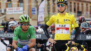 Mark Cavendish (à gauche) et Tadej Pogacar, acteurs principaux du Tour de France 2021. (THOMAS SAMSON / AFP)
