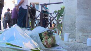 C'est l'hommage de tout un village qui a été rendu pour Éric Masson, policier de 36 ans, tué lors d'un contrôle anti-drogues à Avignon. Mais aussi un hommage à sa femme et à leurs deux filles. (France 3)