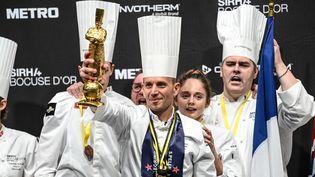 Le chef Davy Tissot et son équipe ont remporté le Bocuse d'or 2021. Ils représentaient la France lors de cette compétition internationale qui se déroulait le 27 septembre auSalon international de la restauration à Lyon (Rhône). (OLIVIER CHASSIGNOLE / AFP)